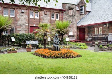 Scotland, Kintyre, Campbeltown: Statue of the famous Linda McCartney Memorial Garden, colorful flowers and green park in the center of the Scottish small town. June 29, 2015