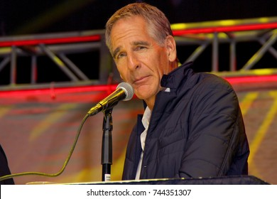 Scott Bakula attends the annual Stan Lee's Los Angeles Comic Con 2017 Expo at the Los Angeles Convention Center on Oct. 28, 2017.