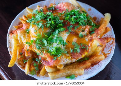 Huevos revueltos con patatas fritas