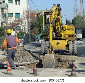 scraper to work the whole of a roadworks during excavation for the laying of pipes