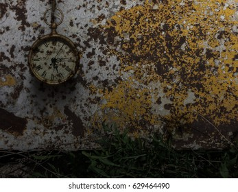 Screensaver background with antique clock against yellow rust background