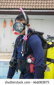 SCUBA COURSE AUGUST 5, 2016 : Training clear mask underwater scuba course at pool in navy hospital on the August 9 , 2016 in BANGKOK, THAILAND