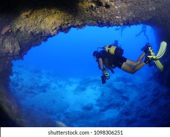 scuba diver cave dive underwater