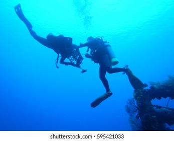 Scuba Diver is helping his buddy out