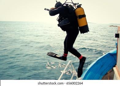 Scuba Diver Jumping Images, Stock Photos & Vectors