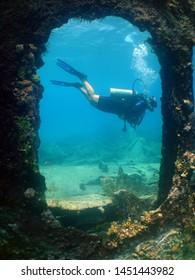 scuba diver ship wreck Aruba