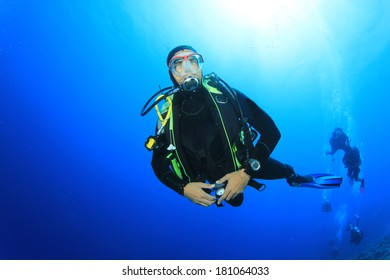 Scuba Diving instructor leads a group in the ocean
