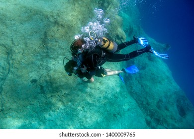 A scuba diving lesson with open water scuba Instructor