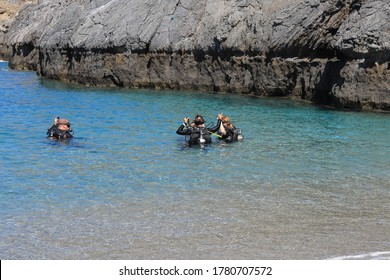 Scuba diving lessons at Schinaria in Crete