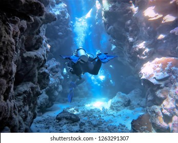 Scubadiving in tunnels and Caves - Egypt - Red Sea