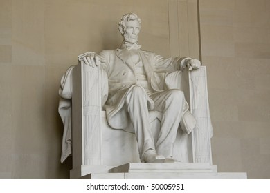 Sculpture of Abraham Lincoln in Washington DC