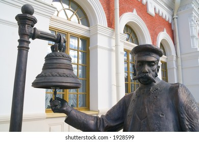 A sculpture: the chief of railway station