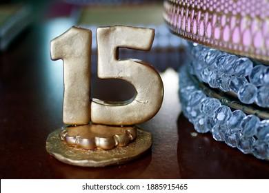 sculpture of number fifteen in golden color - party fifteen years
