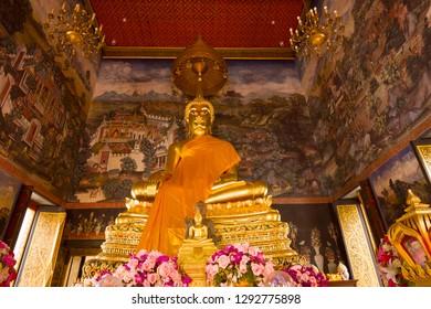 Sculpture of a seated Buddha in Vihara of the Buddhist temple of Wat Bowonniwet Vihara. Bangkok, Thailand