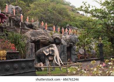 Sculptures near The Golden Temple in Dambulla