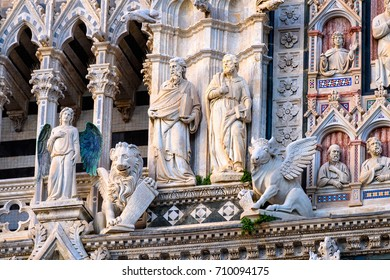 Sculptures on the facade of Siena Cathedral Santa Maria Assunta (Duomo di Siena) in Siena, Tuscany