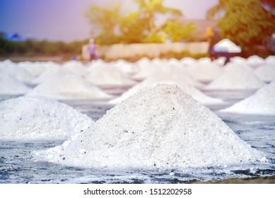 Sea salt farming, The sea salt crystals that crystallize on the salt fields.