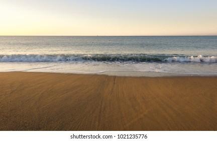 Sea shore, horizon and waves