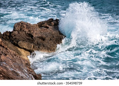 Sea wave is split about the huge stone