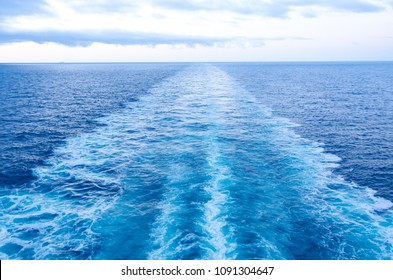 Sea waves from Cruising ship