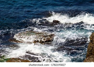 The sea, and the waves hitting the rocks. (Bağırkanlı, Kandıra, Kocaeli, Türkiye)