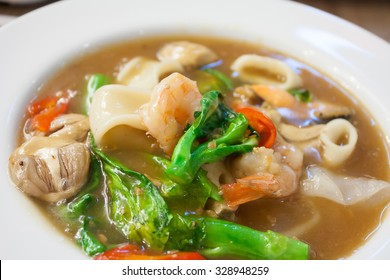 Seafood and Noodles in a Creamy Sauce (Rad Na) delicious tradition thai food
