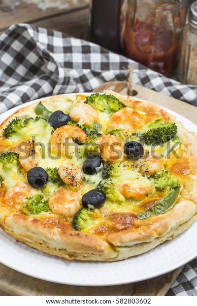 Seafood pizza, shrimp pizza