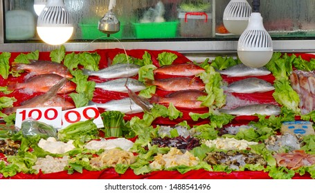 A seafood restaurant displays fresh fish and seafood for customers to choose from
