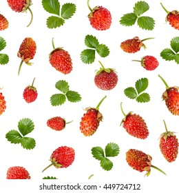 Seamless pattern of ripe wild strawberries and leaves isolated on white background