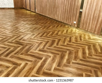 Seamless wood parquet texture. Wood texture background, wood planks or wood floor. The floor of the light brown laminate diagonally