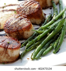 Seared sea scallops with polenta, green beans and red wine syrup