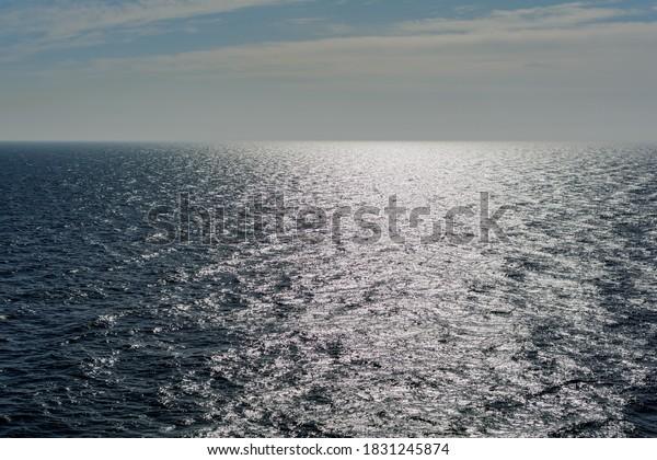 seascape-baltic-sea-glowing-solar-600w-1