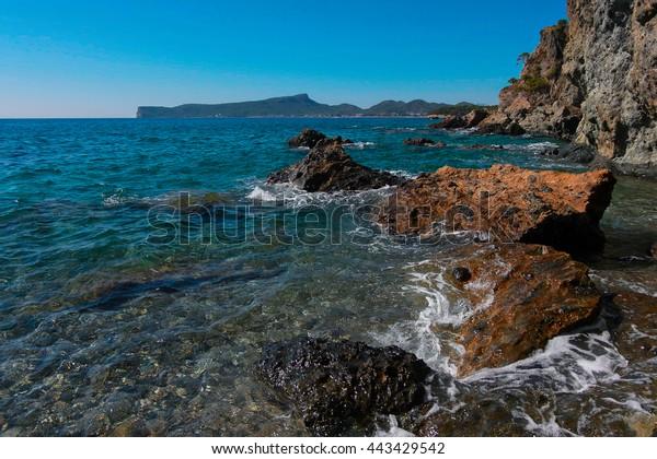 seascape-rocky-beach-line-horizon-600w-4