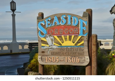 Seaside Oregon end of Trail sign for Lewis & Clark Memorial.