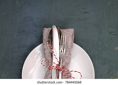 Seasonal wooden table with dish and cutlery set.