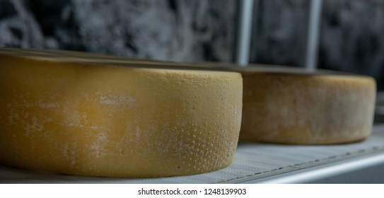 seasoning of cheese in the mine