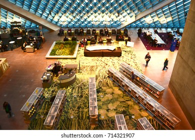Seattle 2013, Public library interior, view from the top floor toward the main floor. Designed by Rem Koolhaas