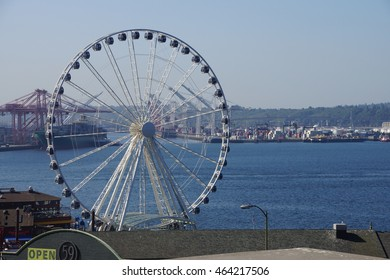 SEATTLE - AUG 4, 2016 - The Seattle Great Wheel on the waterfront