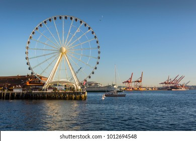 Seattle Great wheel on Pier 58 during the golden hour before sunset, Alaskan Way, Downtown, Seattle, Washington, USA, North America 21 September 2017