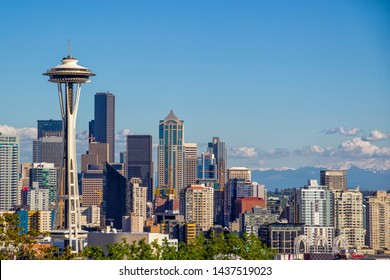 Seattle skyline from Kerry Park viewpoint (Seattle, United States), Mount Rainier in the background. Negative space/room for text