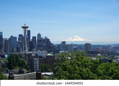 Seattle skyline with Mt Rainier in the background