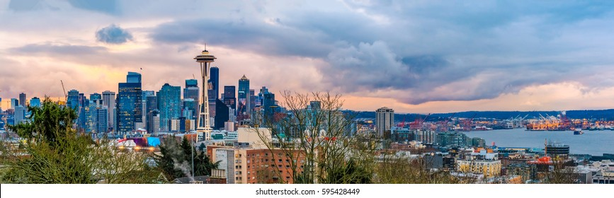 Seattle skyline panorama at sunset view from Kerry Park in Seattle, WA