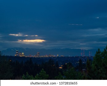 Seattle skyline view on cloudy day.