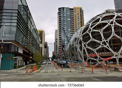 """SEATTLE, WA - AUGUST 31, 2016: Amazon.com's giant biospheres under construction at their Seattle headquarters. Amazon is currently seeking RFQ's  for a second headquarter city, dubbed """"HQ2"""""""