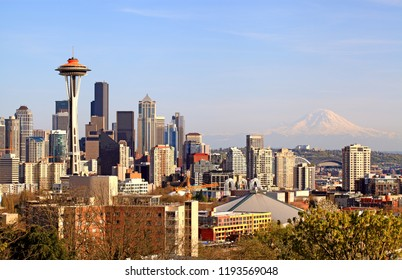 Seattle, Washington State, USA : April 22th, 2012. Beautiful vew on Seattle Skyline and Mt Rainier from Kerry Park.