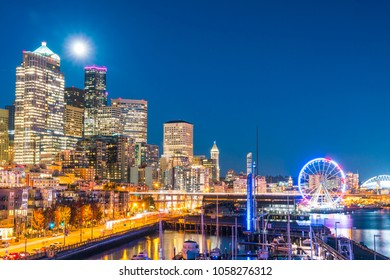 Seattle,Washington,usa.  10-03-17 : seattle skyline in waterfront area at night.