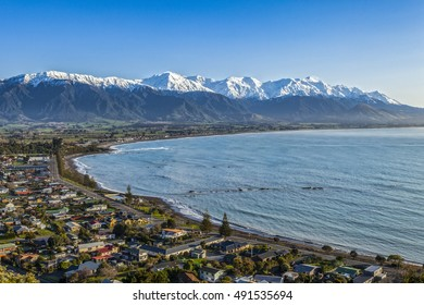 The Seaward Kaikoura Range and the town of Kaikoura on a clear spring morning. The town is an important tourist destination, particularly for observing whales, dolphins and seals.