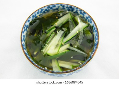 Seaweed and cucumber cold soup