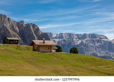 The Seceda area is located on the sunny side of Val Gardena, at the foot of the Parco Naturale Cisles-Odle (nature reserve)