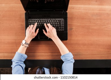 the secretary writes on the keyboard with both hands, a view from above